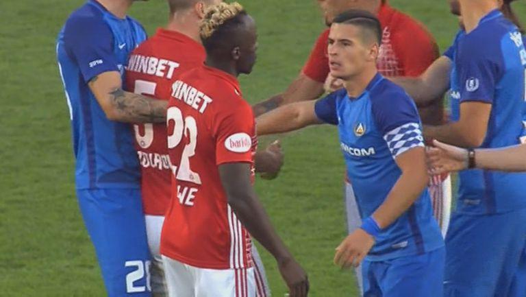 """Грозни сцени в края на мача между """"сини"""" и """"червени"""""""