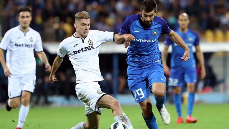 Костов няма спиране, Левски поведе с 2:0 на Славия