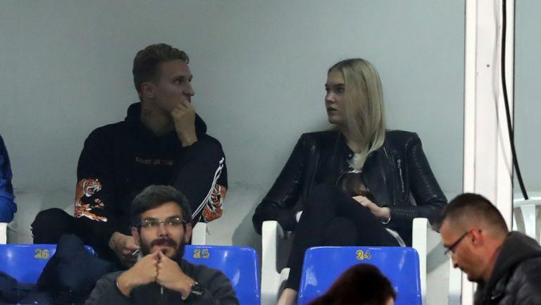 Вашчук гледа Левски - Верея от трибуните в компанията на Ерика Голубева