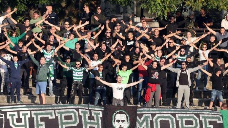 Радост за феновете на Черно море след гола на Зехиров