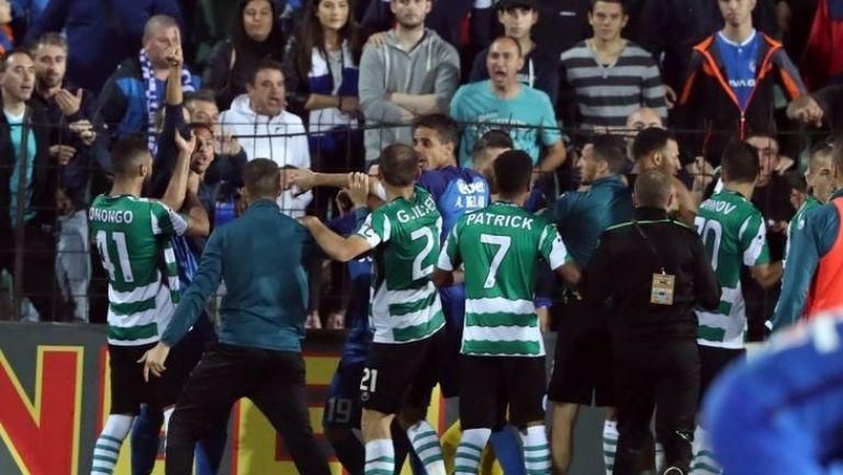 Напрежение между футболистите на Левски и Черно море след края на дузпите