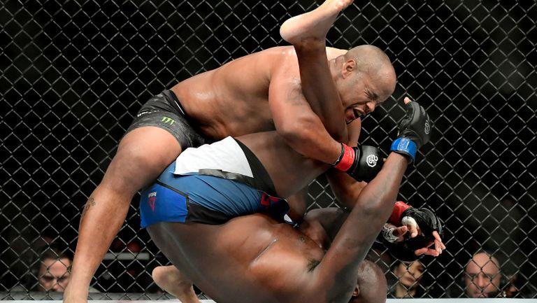 Кормие го направи! Историята на UFC е пренаписана от двойния шампион!
