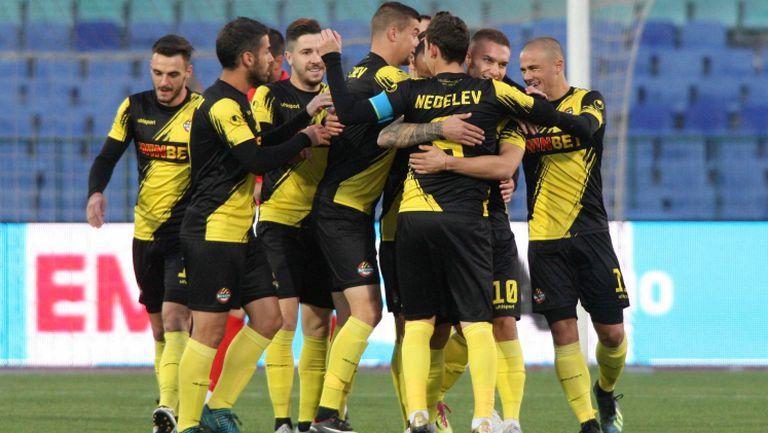 Васил Шопов даде късен аванс за Ботев срещу Септември