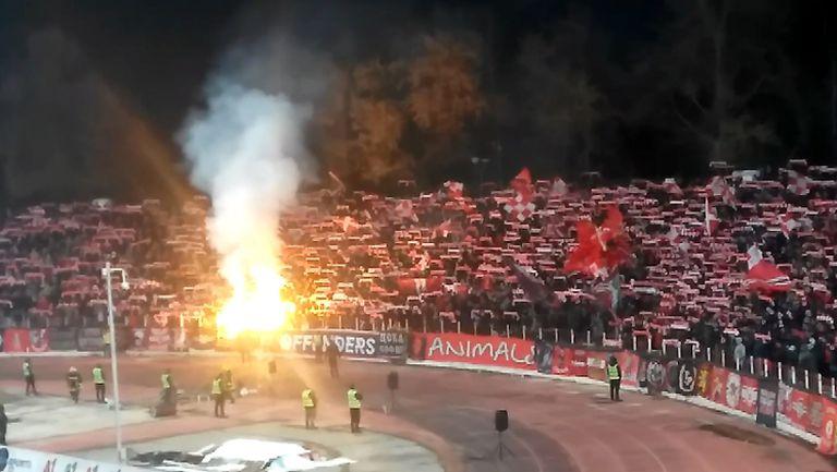 Феновете на ЦСКА-София пеят химна на България