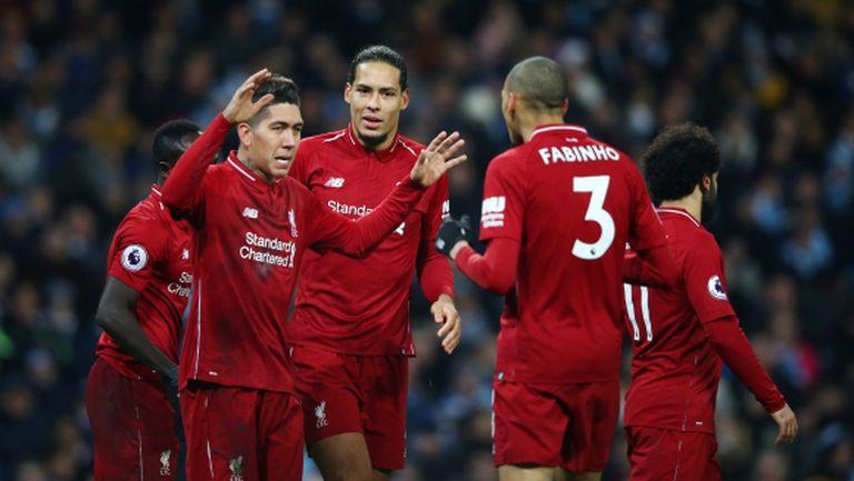 Бивши капитани на Ливърпул подкрепиха отбора в битката за титлата