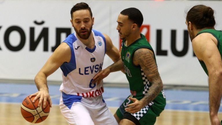 От втори опит: Левски Лукойл навакса 23 точки и надви Балкан (галерия)