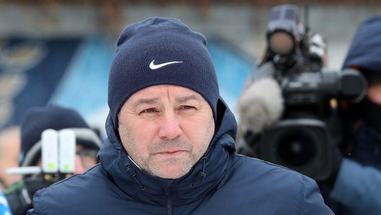 Стоянович оставя Митрев и петима чужденци в България