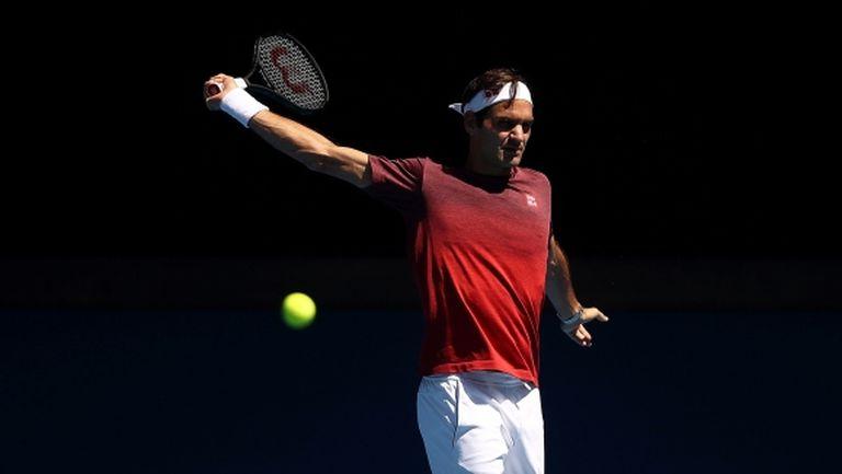 Федерер предупреди, че тръгва за трета поредна титла