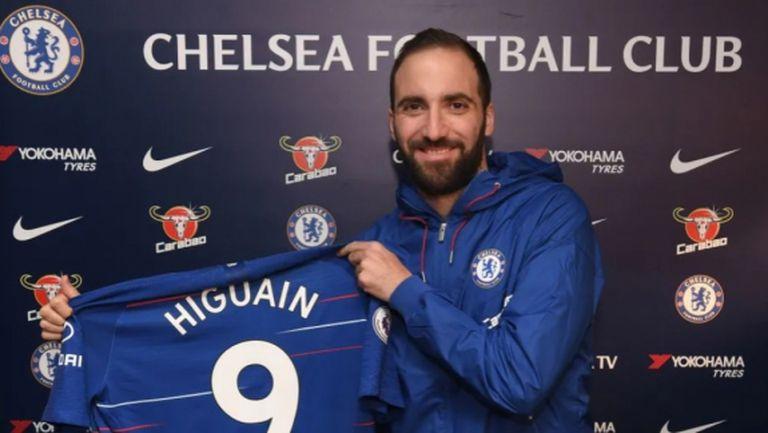 Трансферът е факт: Игуаин позира с №9 в Челси