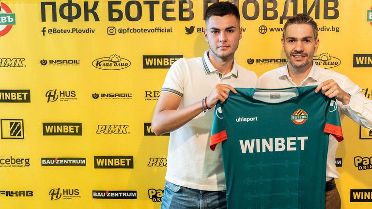 Ботев (Пд) подписа първи професионален договор с Иван Иванов