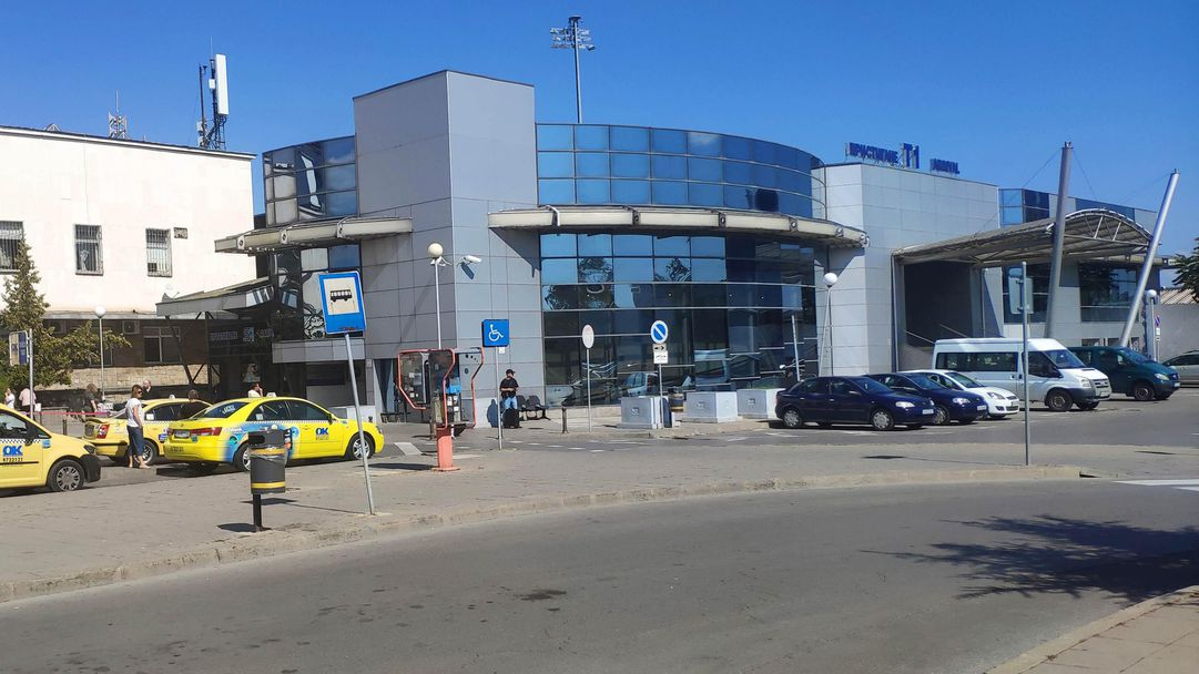 Осиек пристигна в София с 26 играчи