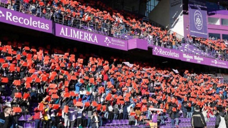 Феновете на Валядолид показаха червен картон на ВАР