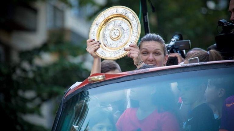 Халеп направи шампионски парад в родния си град