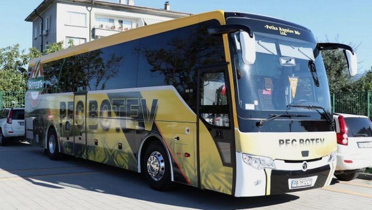 Счупиха стъклото на автобуса на Ботев (Пловдив)