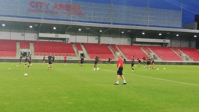 Локо (Пд) с 35-минутна тренировка в деня на мача