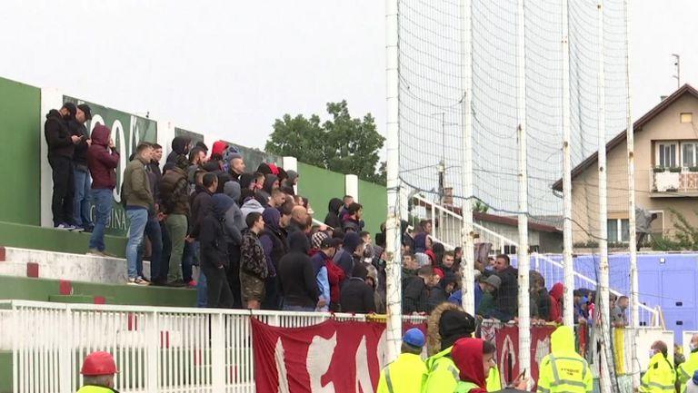 Сърбия пусна фенове на стадионите
