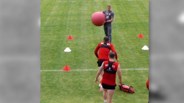 Футболистите на ЦСКА-София се потят здраво на тренировка