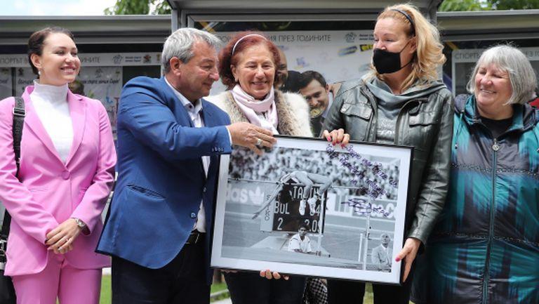 Анатоли Илиев: Тази снимка се вижда от всички на входа на олимпийския музей в Лозана