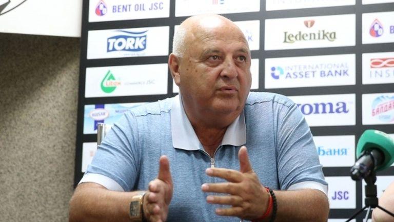 Венци Стефанов: Въвличат премиера в капани! Колко пъти Борисов да спасява Левски и ЦСКА?