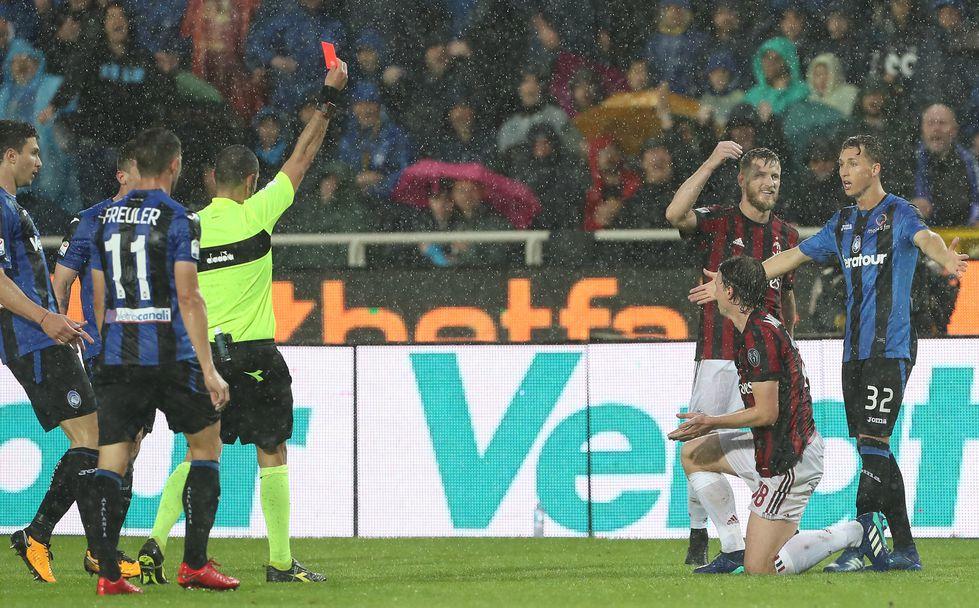 Милан се класира в Лига Европа в мача с Аталанта