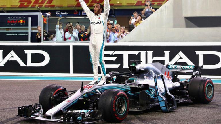 Победа за Хамилтън във финала на сезона, Алонсо си взе довиждане с Формула 1