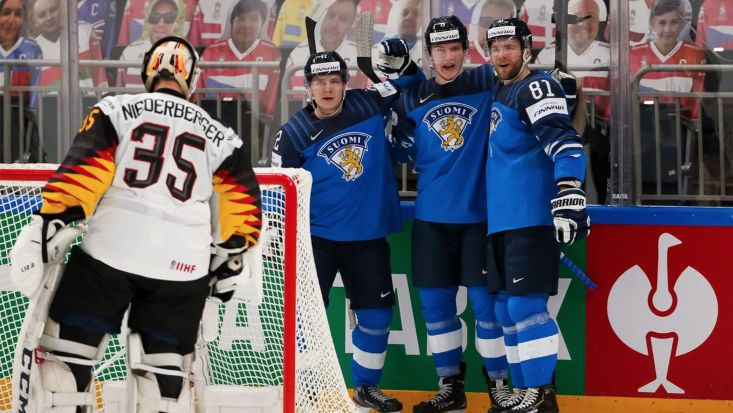 Защитаващият титлата си Финландия се класира за финала на Световното първенство по хокей на лед