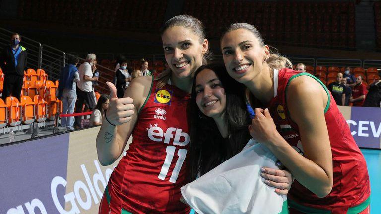 Четвъртокласниците от София с мило послание и пожелание за успех към националния отбор на България