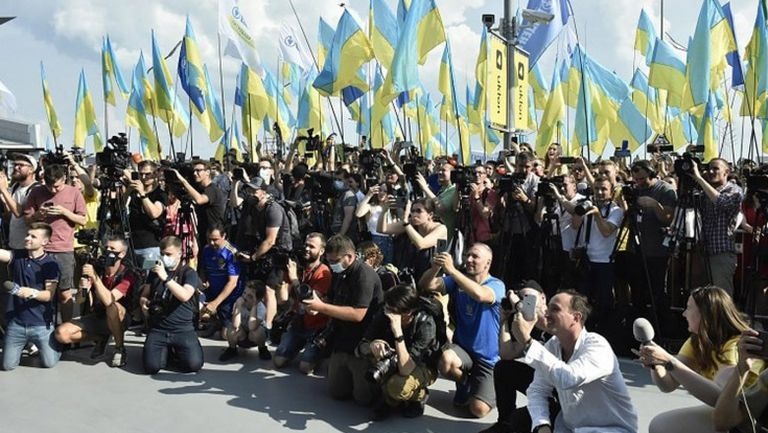 В Украйна посрещнаха като герои футболистите след Евро 2020