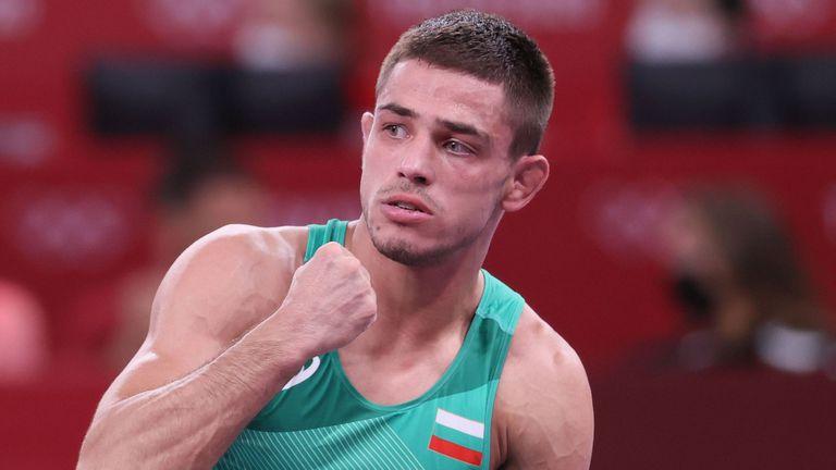 Георги Вангелов е само на една победа от бронза