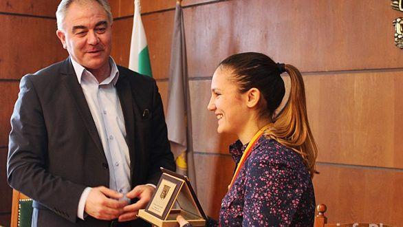Ивет Горанова и треньорът ѝ да станат почетни граждани на Плевен, предлага кметът