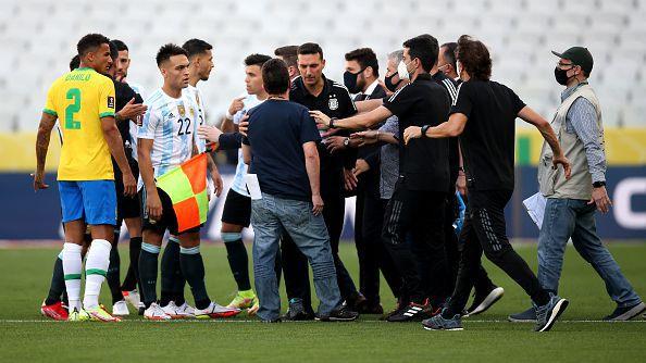 Здравните власти прекратиха Бразилия - Аржентина, ФИФА решава съдбата на мача