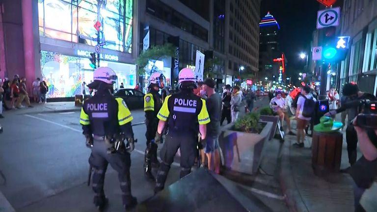 Полицията в Монреал използва сълзотворен газ срещу хокейни фенове