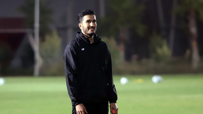Нури Шахин стана играещ треньор на Анталияспор