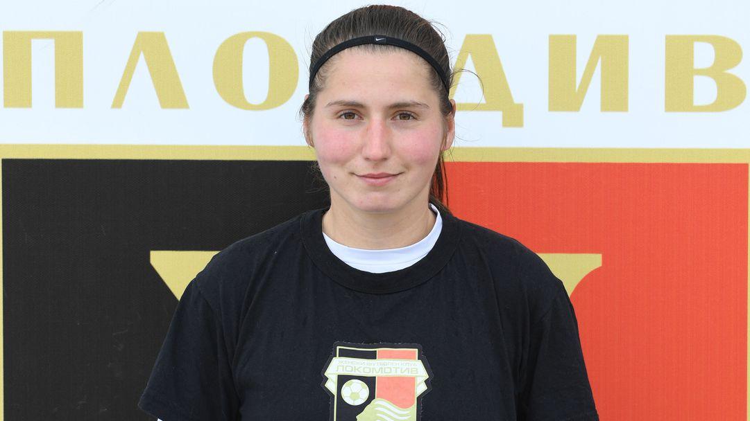 Диана-Михаела Атанасова: Опитът на позицията ми е най-силното качество, а колективът на Локомотив е тайната за успеха