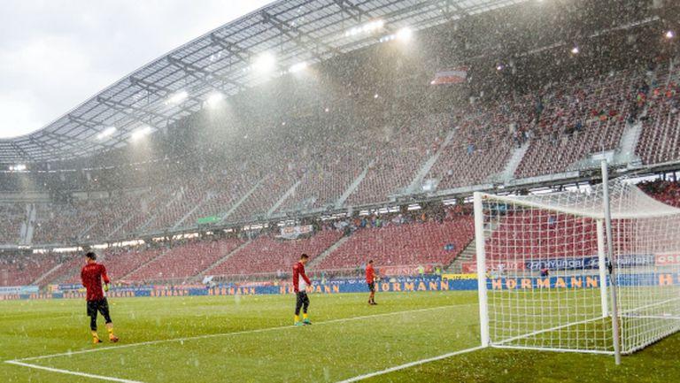 Силен дъжд отложи началото на контролата между Австрия и Германия