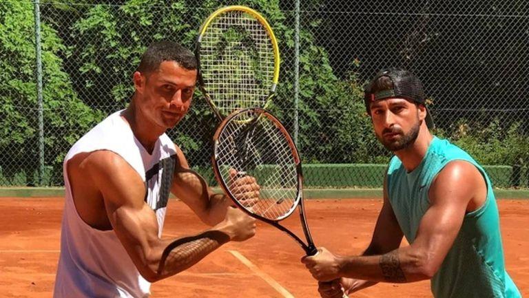 Кристиано мачка и на тенис, почива си в Марбейя в мъжка компания