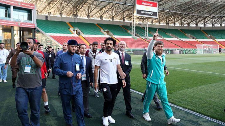 """Салах пристигна на """"Ахмат Арена"""" в компанията на Рамзан Кадиров"""