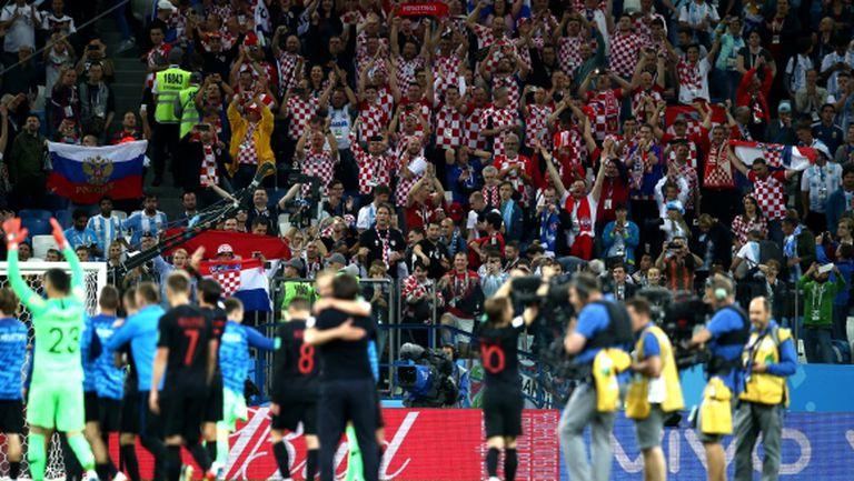 Бой! Аржентинци млатиха хърватски фен на стадиона в Русия (видео)
