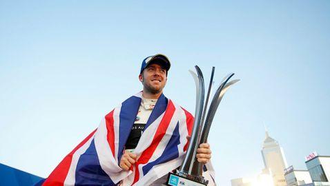 Сам Бърд спечели първия старт от Формула Е