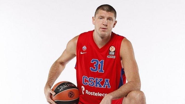 Виктор Хряпа напусна ЦСКА Москва след 13 сезона