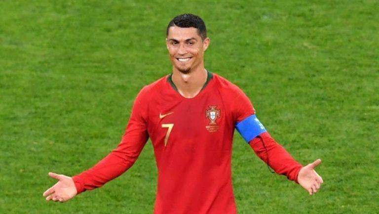 Кейрош: Правилникът казва ли, че когато Меси или Роналдо ударят съперник с лакът, картонът е по-малко червен?