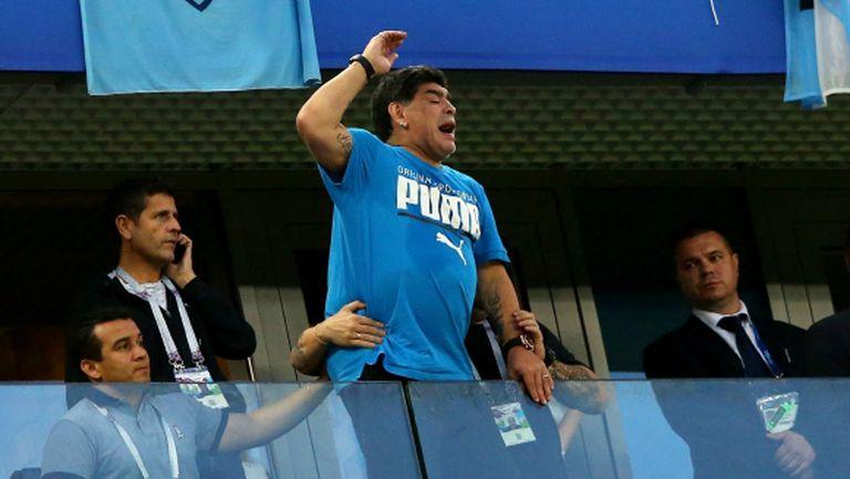 Марадона отказал да влиза в болница и отпътува за Москва (снимка)