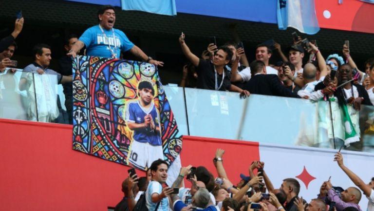 Линекер за Марадона: Превръща се в посмешище
