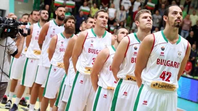 България мина през Ада, но оцеля срещу Исландия (галерия)