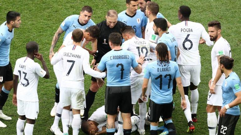 Меле между отборите на Франция и Уругвай (видео)