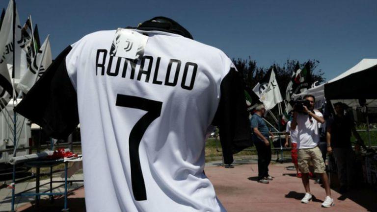 """""""Марка"""": В Торино много бързат с фланелките на Роналдо"""
