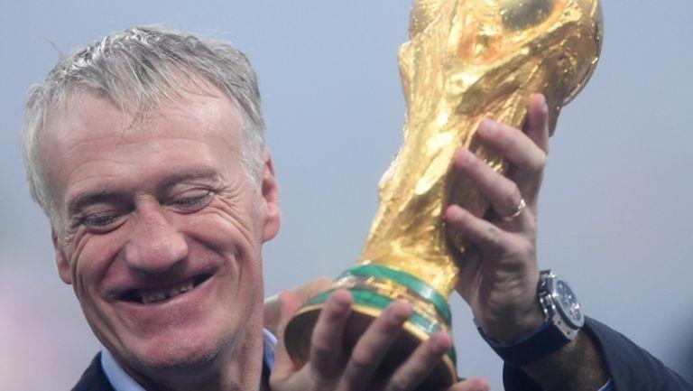 Дешан остава начело на националния отбор на Франция