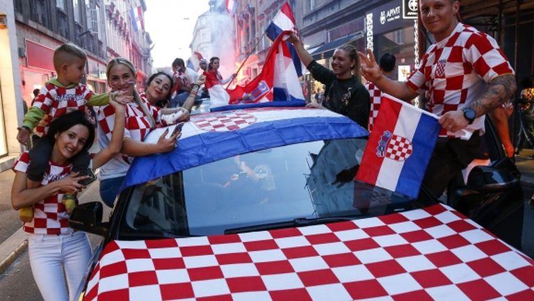 Десетки хиляди фенове посрещат националния отбор на Хърватия в Загреб