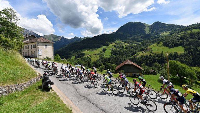 """Фен шокира колоездачите на """"Тур дьо Франс"""", като ги прескочи"""
