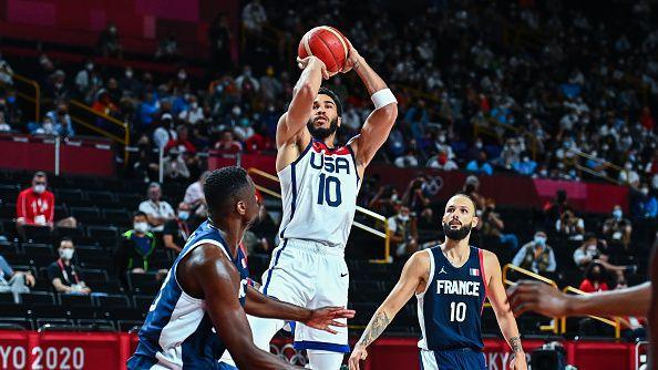 САЩ си създаде проблеми, но успя да пречупи Франция за четвърто поредно олимпийско злато